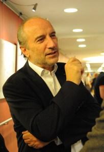 Georges Casteur presente a Quebec contre la loi 52